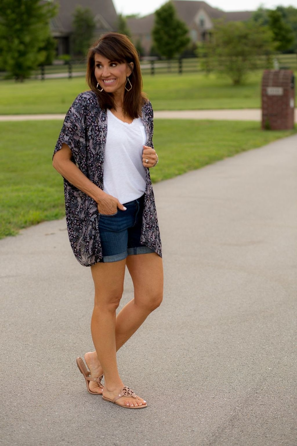 Elegant Summer Outfits Ideas For Women Over 40 Years Old